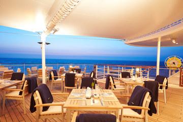 MS EUROPA 2 Restaurant Yacht Club - Terras