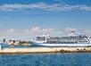 Cruiseschip in de haven van Piraeus