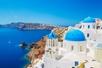 Mooie witte huizen met blauwe daken op Santorini